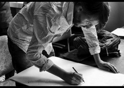 alex tekenend